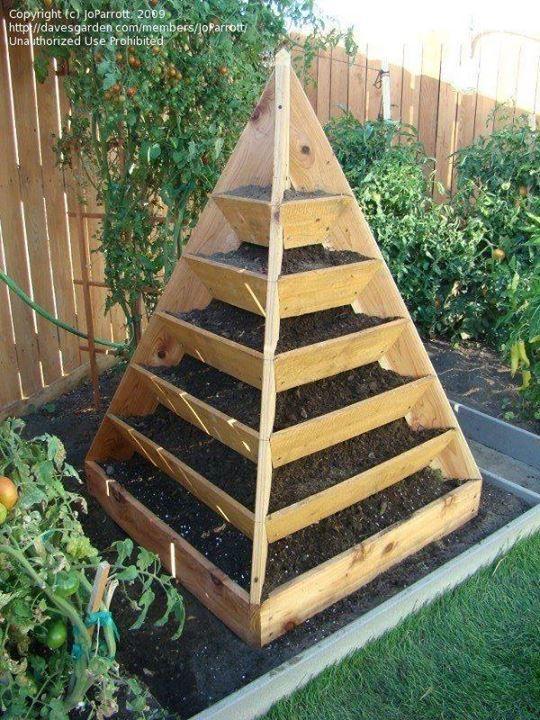 Грядки-пирамиды из подручных материалов фото