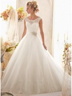 A-lijn / prinses mouwloos Tulle Scoop Kapel Train Applique Wedding Dresses